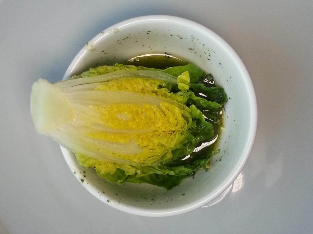 Bild Salatherz in einer Schale mit Dressing