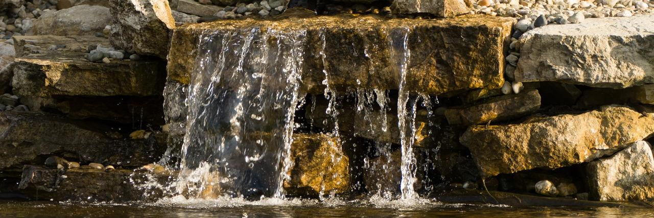 Wasserfall am Teich